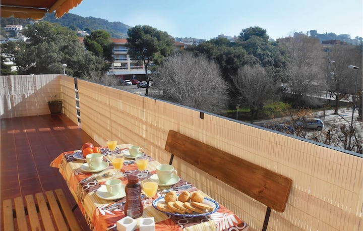 Stunning home in Tossa de Mar with WiFi and 3 Bedrooms