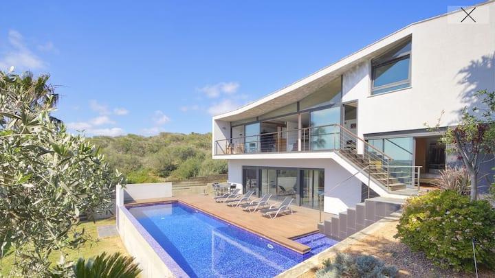 Fantastic design villa with private pool & jacuzzi