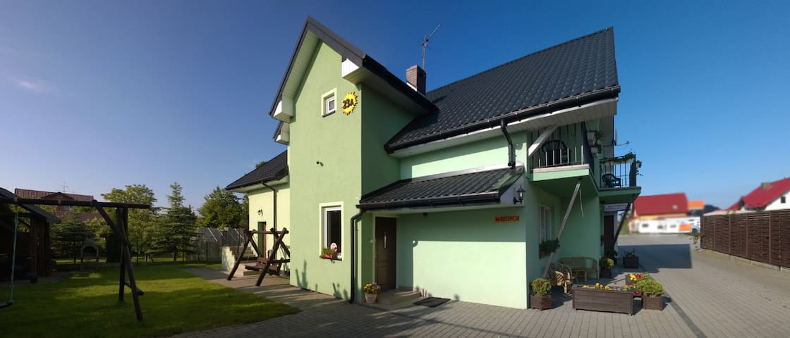 Green Villa 400m from the beach. - Ustronie Morskie - Huoneisto