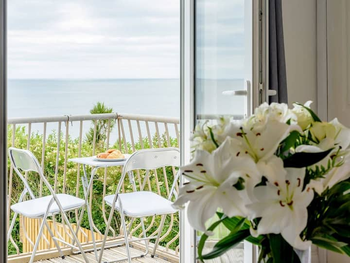 Beachside & Dog Friendly In Village Nr Looe - West