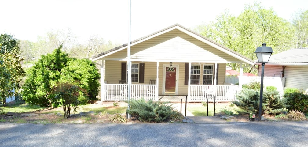 Walker St. Cottage 8 miles from TIEC. - Columbus - Pensione