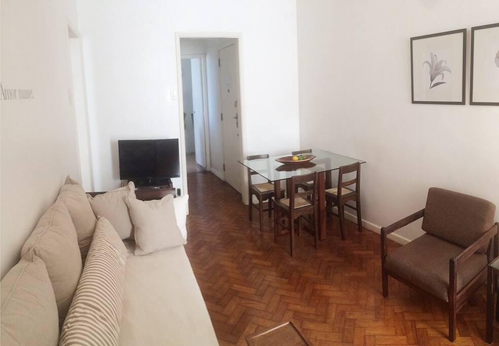 livingroom, hardwood floor