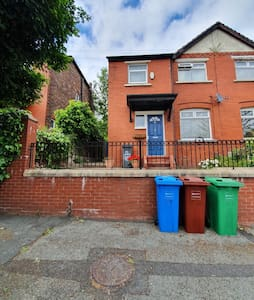 Friendly Home With Added Comfort North Manchester