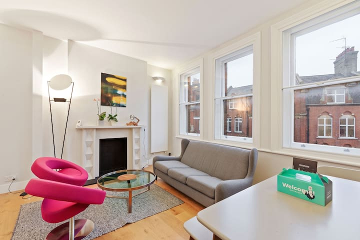 Sophisticated 2bed duplex 1 min to tube, Hampstead