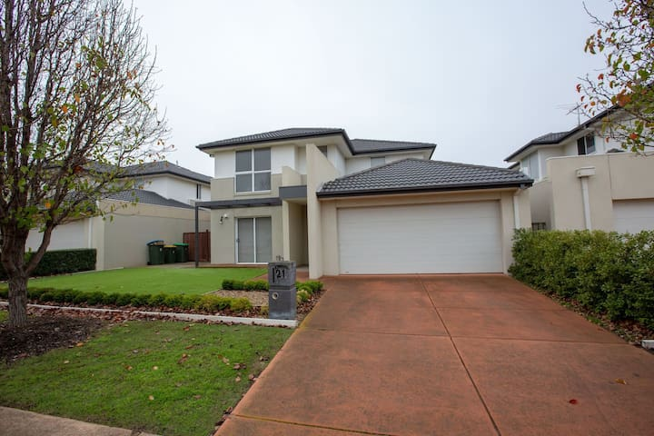 Superb Luxe 5BR house@Point Cook near lake
