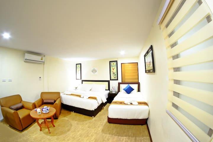 Family room for 3 WIFI A/C Sasi@walking street