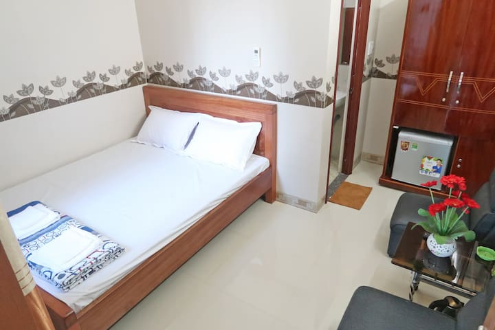 250m to The Beach Deluxe Queen Rm4. Spring Motel