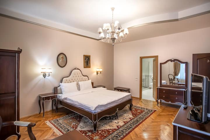 Deluxe Room with Street View In City Center