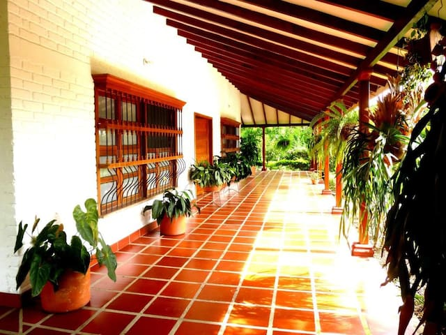 Grandiosa casa de Campo en Santa Elena-Valle