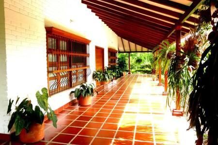 Grandiosa casa de Campo en Santa Elena-Valle - Santa Elena