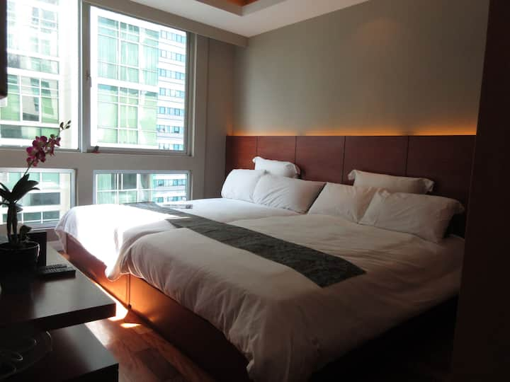 Ace Spot★Fits 5★HotelStyle w/FreeParking 1BR Suite
