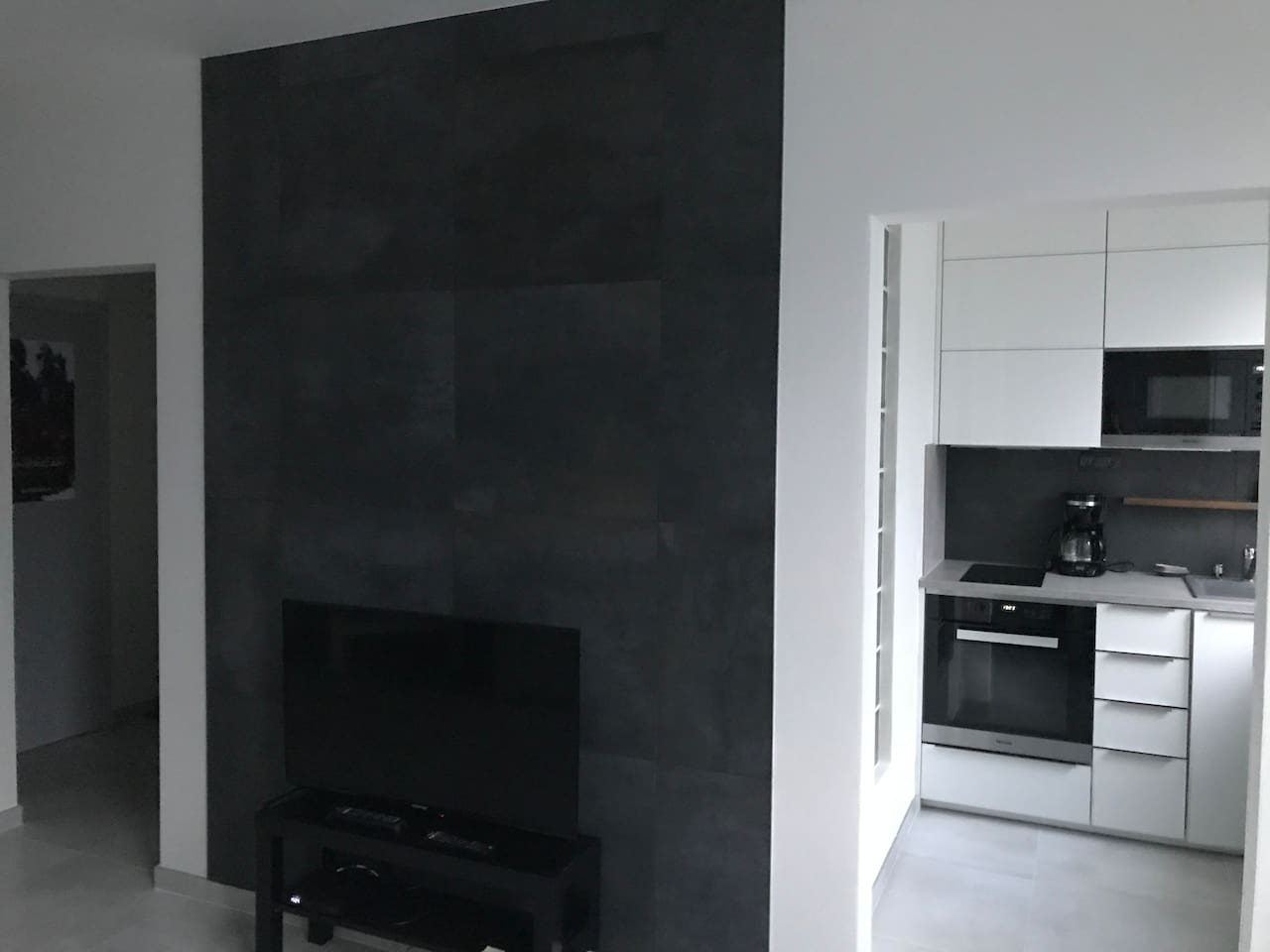 Fantastic  studio with top brand appliances, close to downtown and walking distance to Chateau Troja & ZOO . It will take you about 25 minutes to downtown by public transport or about 15 minutes by car/ Uber.