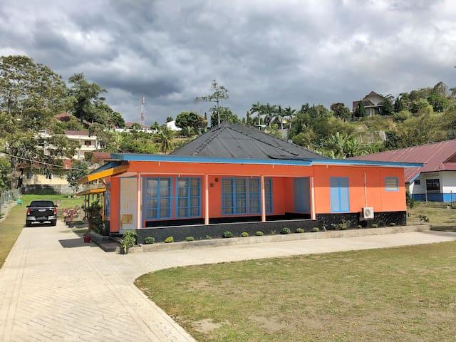 M Villa Parapat
