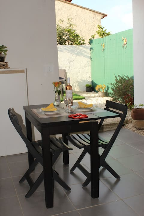 Studio with private terrace, garden and parking