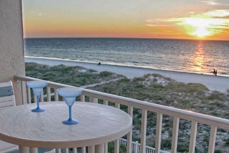 Beachfront 2br, 2 Bath condo-Directly on Beach! - Indian Rocks Beach - Condominium