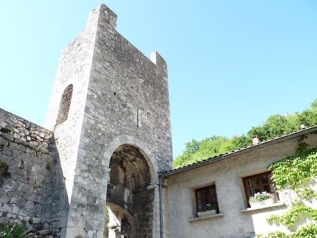 Studio attenant aux remparts du vieux chateau - Châteauneuf-du-Rhône