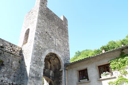 Studio attenant aux remparts du vieux chateau - Châteauneuf-du-Rhône - Gästehaus