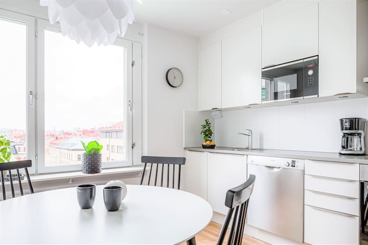 RENOVATED APARTMENT - IN GREAT LOCATION (3 BEDS)