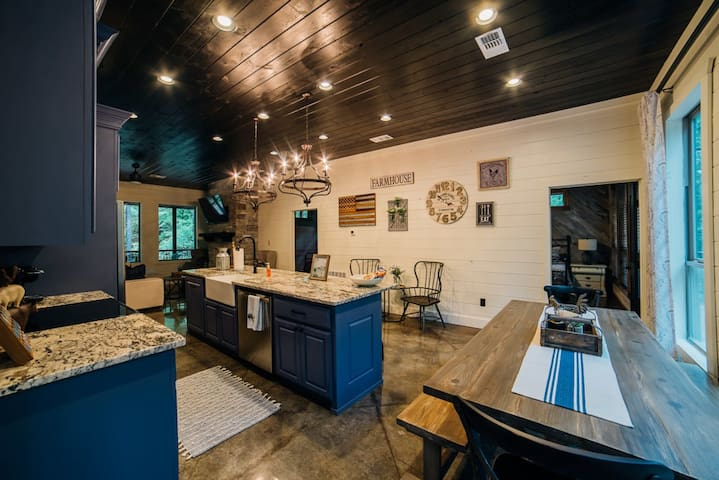 5+ Bedroom Modern Farmhouse Cabin - Aspen Creek Lodge is a relaxing retreat tucked away in the Towering Pines of Timber Creek Trails.
