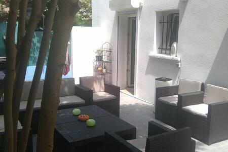 2 pièces + terrasse au RDC de villa - Marseille - Villa