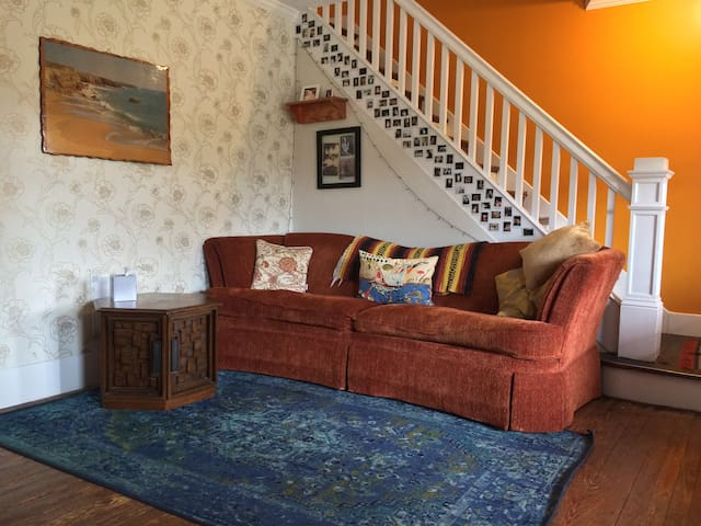 Large Group House Free-parking, No Cleaning Fee