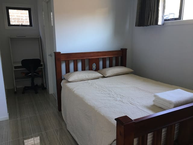 Fully furnished studio in Clayton - Clayton - House