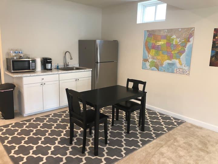 Clarksburg Premium Outlets! Private Apartment.