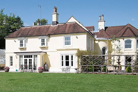 3 beds, private wing, fab history and grounds