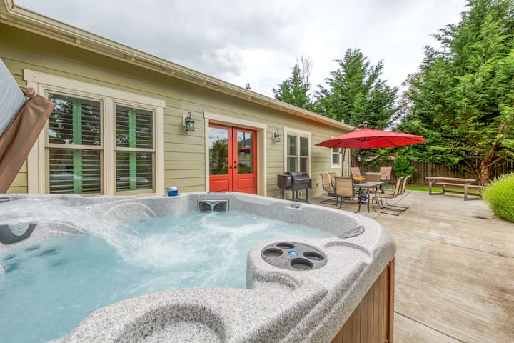 Updated & spacious Wine Country home with private hot tub!