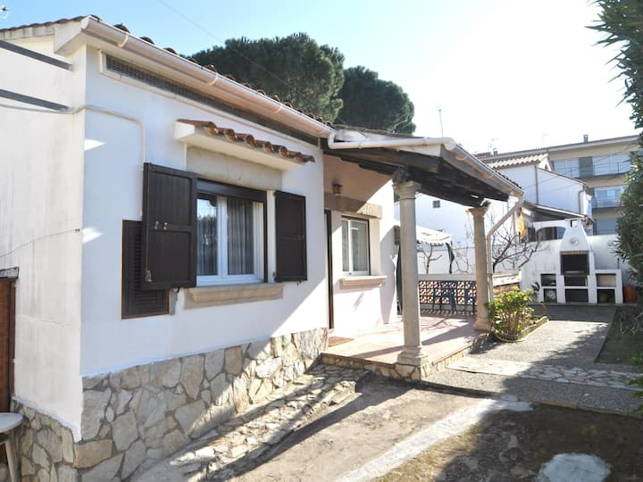 HOUSE WITH GARDEN, BARBECUE AND AIR CONDITIONING