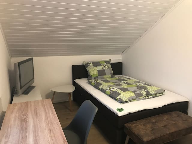 Gemütliches Zimmer (Rom) mit Balkon in Walldorf