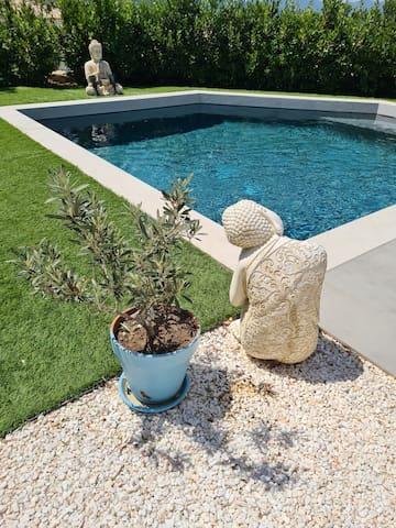 Charmant studio en rez de villa avec piscine