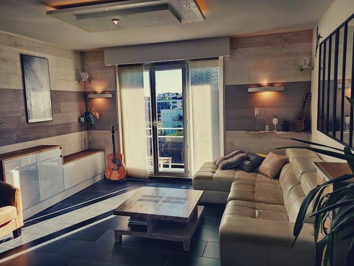 Apprt , 2 chambres, chaleureux et lumineux
