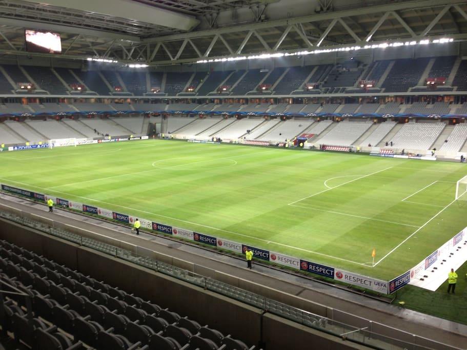 Stade Pierre Mauroy en transports en commun.