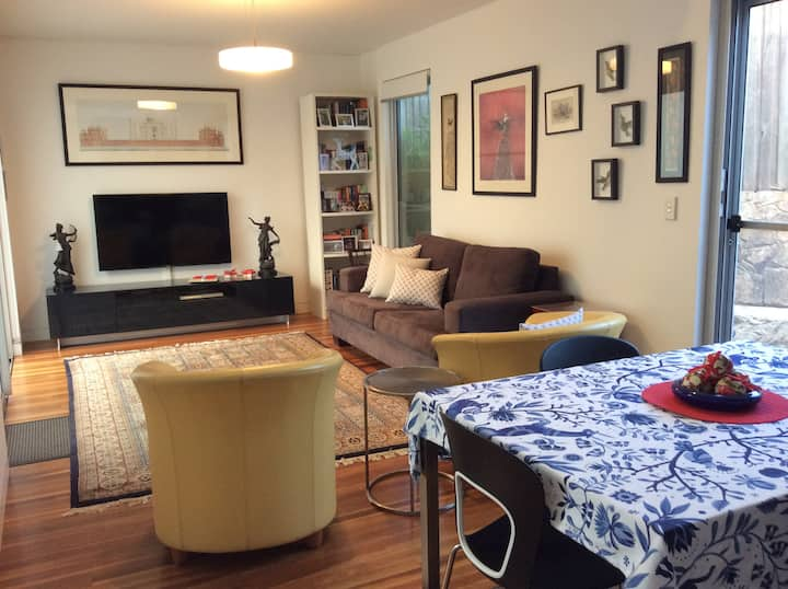 Manly area/Sydney Harbour private garden apartment