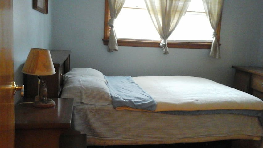 Classic Bedroom - Manville - Hus