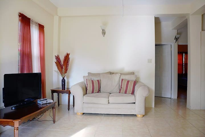BOUGIANVILLEA SUITES - Osbourn - Apartment