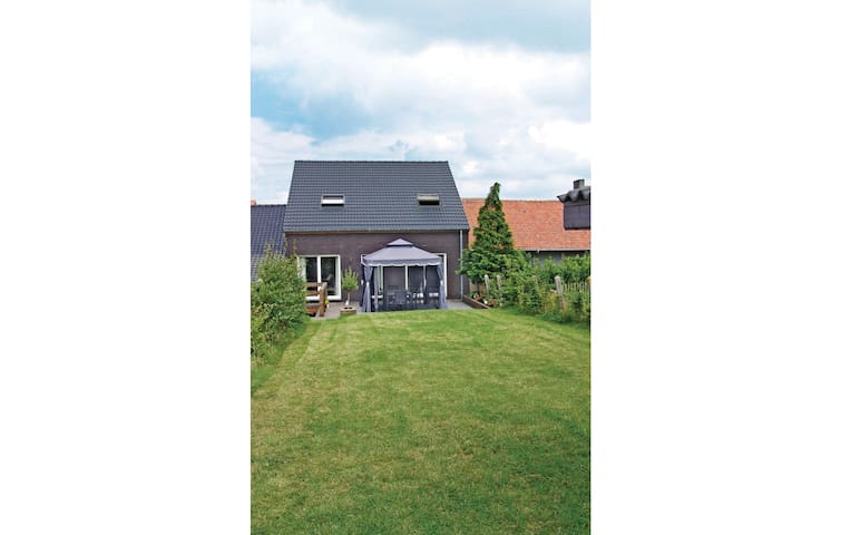 Holiday cottage with 4 bedrooms on 270m² in Borlo
