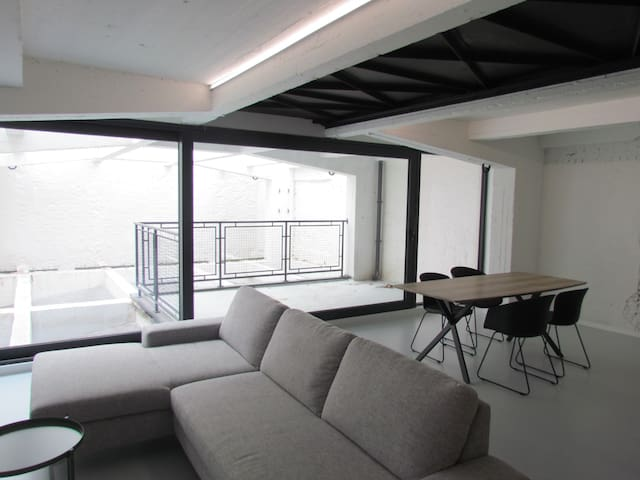Spacious loft in trendy neighborhood - 100 m²