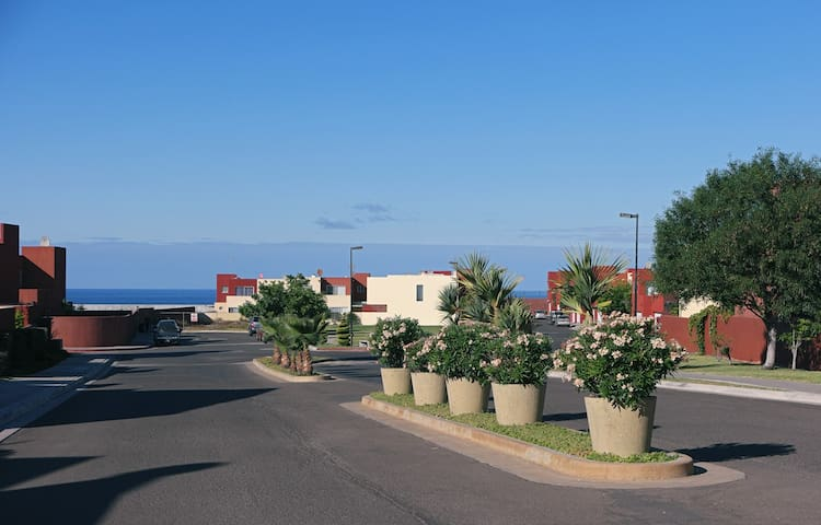 1 habitación  casa moderna amplia cerca del mar