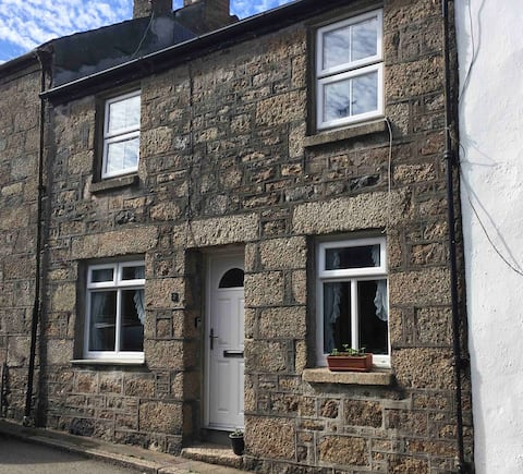 The Bolt Hole - a cosy granite cottage in Madron