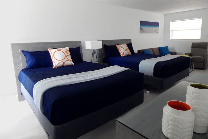 Exquisite Luxury Oceanfront Complex, Sleeps 4