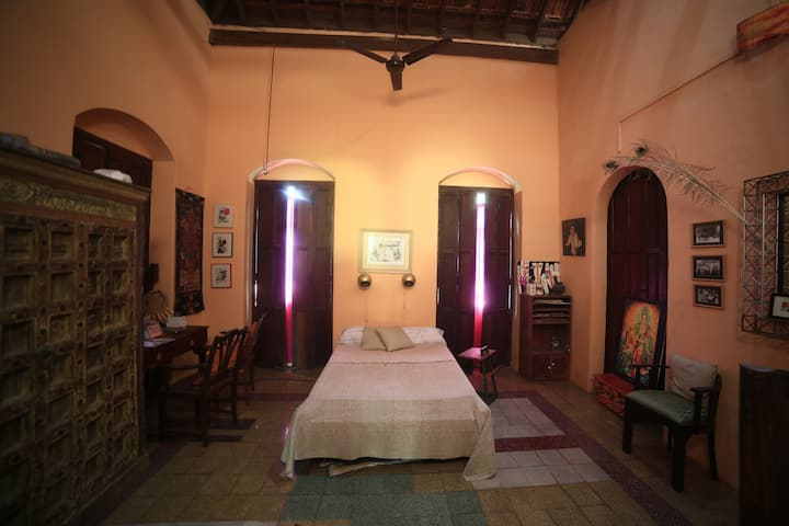 Private Non AC Double Room in A Heritage Home