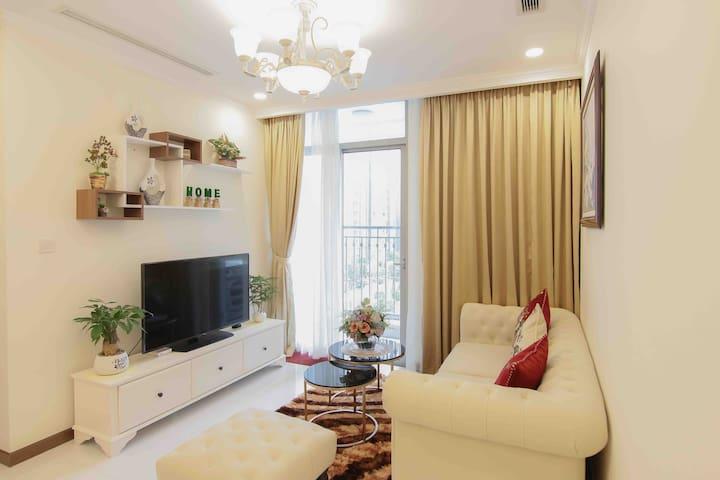 Living room with nice decor & full setting: Internet, Smart TV & internet TV channel.