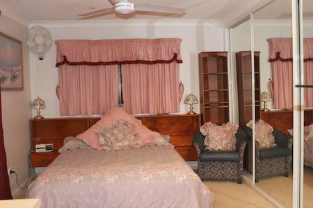 Studio Flat #1 – Private Entrance - Tanah Merah - Apartment