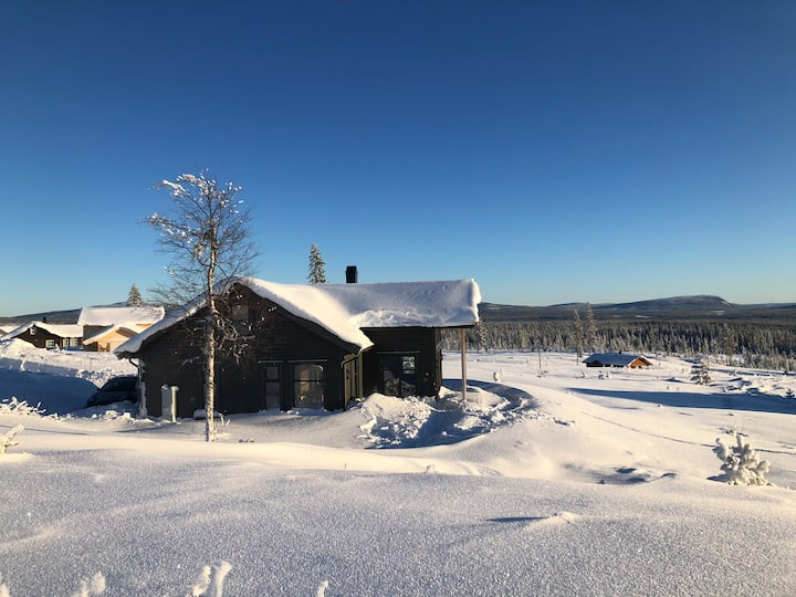 Nybygget hytte over 2 plan med panoramautsikt!
