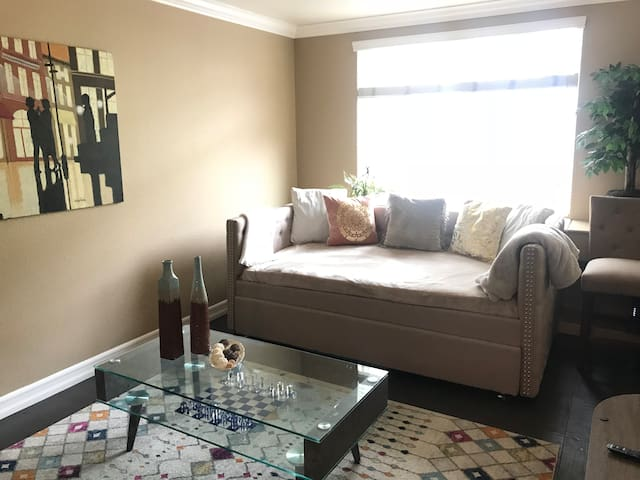 Little Italy 1BR Comfy, Spacious&Sunny - PARKING