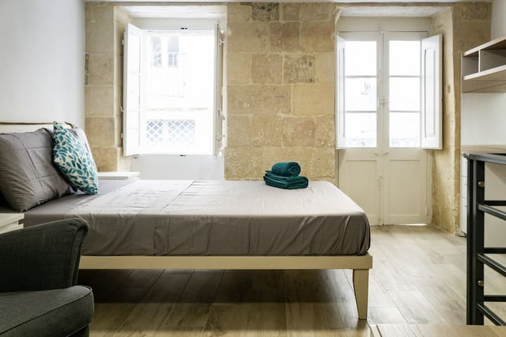 Boutique Duplex Smart Home ❤️ Heart of Valletta