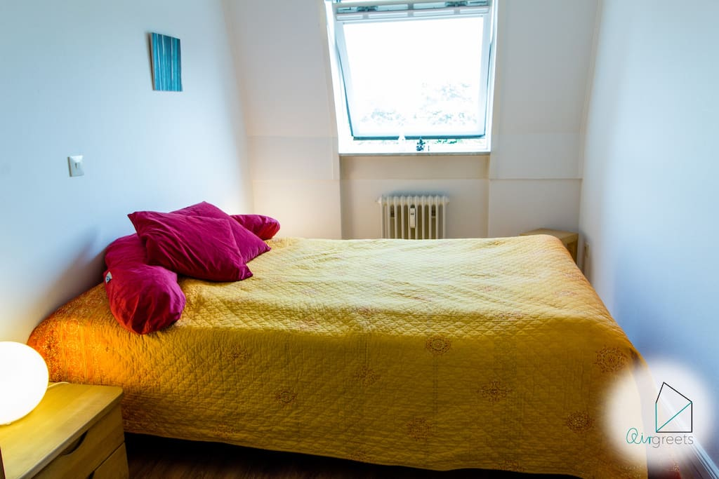 The double bed will be prepared with fresh linen for you.