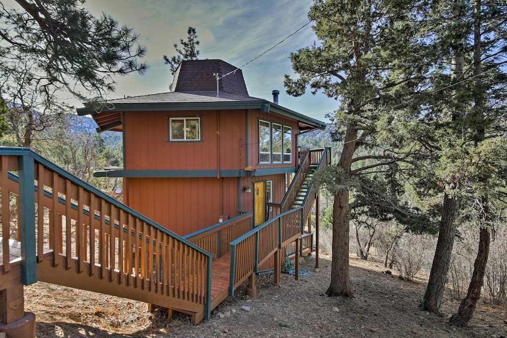 Located just minutes from great skiing, hiking, and boating.